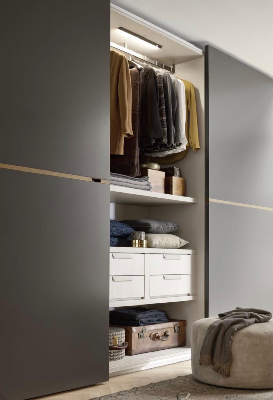 Vstavaná skriňa v šedom šate: Nebojte sa neutrálnych farebných kombinácií
