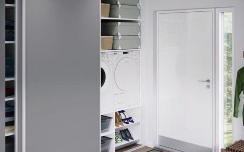 Aby práčka nebola na očiach: Ukryte ju do vstavanej skrine!
